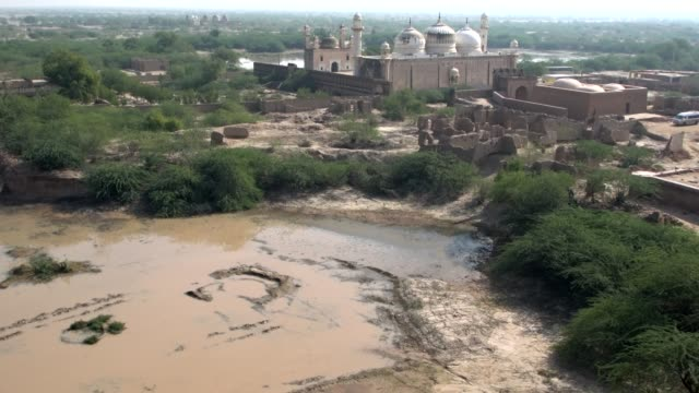 panoramic view from above of the white marble abbasi mosque, cholistan desert in pakistan - punjab pakistan stock videos & royalty-free footage