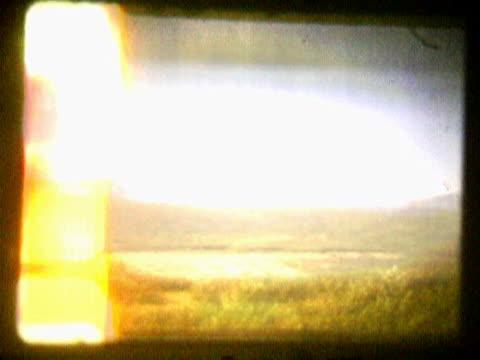 vídeos de stock e filmes b-roll de panoramic view of a landscape - super exposto