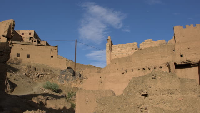 panoramic view of a well preserved kasbah (medina) in the draa valley in saharan morocco - valley type stock videos & royalty-free footage