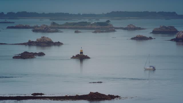 vidéos et rushes de ws, panoramic view of brehat islands, sail boat, cloudy sky - 40 secondes et plus