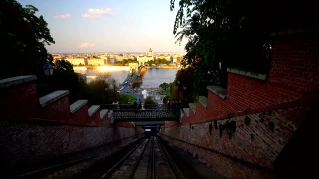 vidéos et rushes de vue panoramique de la ville de budapest depuis funicular, hongrie - budapest
