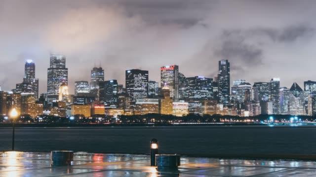 t/l ws 紫夜シカゴ全景 - トリビューンタワー点の映像素材/bロール