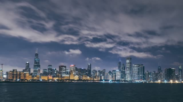 t/l ws zi panoramic view of chicago skyline at night and dawn / illinois, us - willis tower stock videos & royalty-free footage