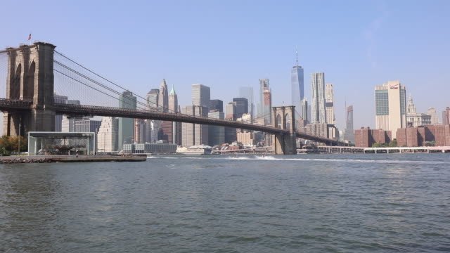 panoramic view of downtown manhattan and brooklyn bridge / new york city, new york state, united states - brooklyn bridge stock videos & royalty-free footage
