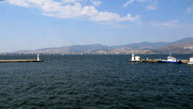vídeos y material grabado en eventos de stock de vista panorámica de la ciudad de izmir del ferry - terminal de ferry