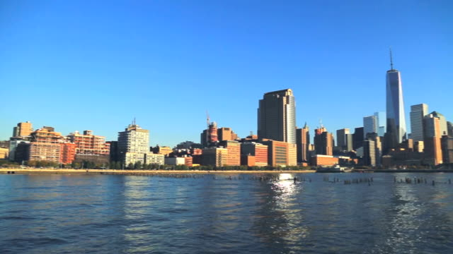panoramic view of lower manhattan with freedom tower during sunset - tribeca stock videos & royalty-free footage