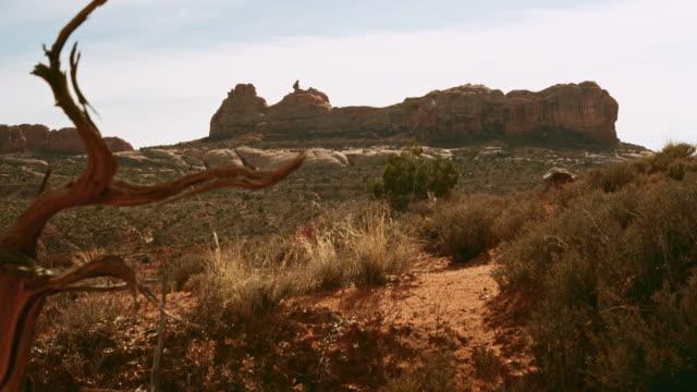 vídeos de stock, filmes e b-roll de vista panorâmica do parque nacional dos arcos, utah - western usa
