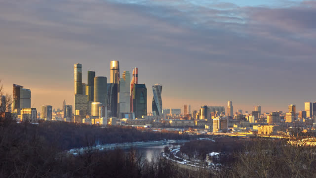 vídeos de stock, filmes e b-roll de panoramic view of the city at sunset - russia