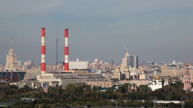 panoramic view of the city from sparrow hills / russia, moscow - 工場の煙突点の映像素材/bロール
