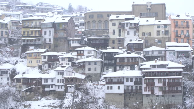 panoramic view of the historic town of veliko tarnovo and the frozen river yantra covered by snow at dusk - osteuropäische kultur stock-videos und b-roll-filmmaterial