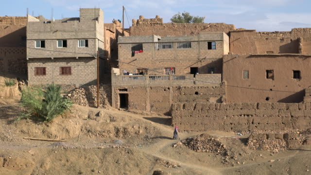 panoramic view of the village of tagherout in the draa valley in saharan morocco - village点の映像素材/bロール