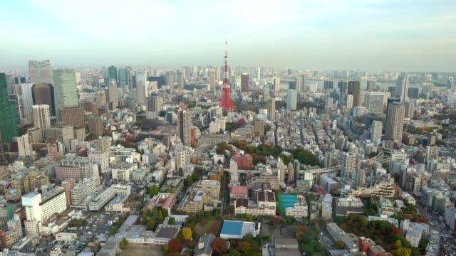 Panoramablick über Tokio Stadtbild im Herbst Saison mit Tokyo Tower