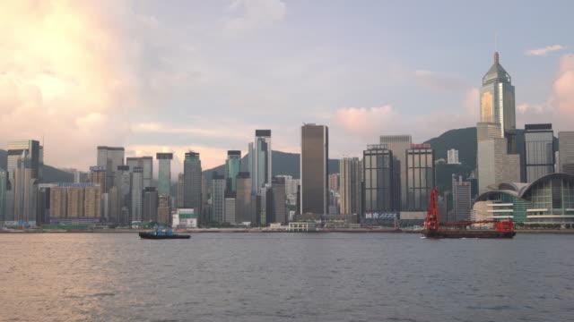 stockvideo's en b-roll-footage met panoramisch uitzicht op victoria harbor en de skyline van hong kong in china - hong kong