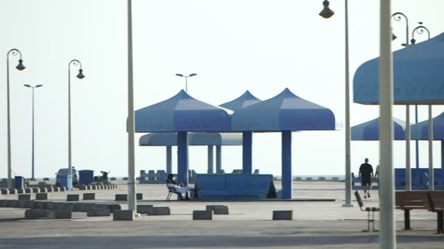 pan-right across the corniche in jeddah to the shore of the red sea. - jiddah stock videos & royalty-free footage