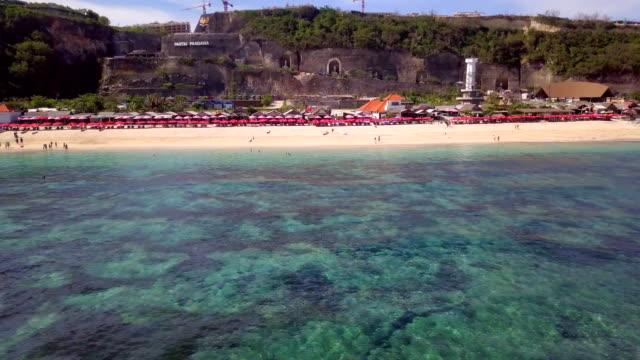 Pantai Pandawa - Pandawa Beach in Zuid-Bali, bouw op de achtergrond