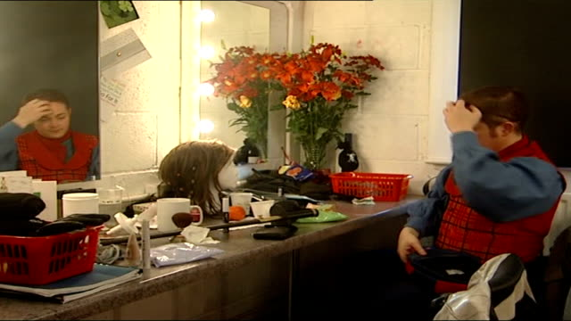 vídeos de stock, filmes e b-roll de peter pan sarahjane honeywell puts on harness in dressing room sarahjane honeywell tells unseen reporter she blames her singing voice on the harness... - henry winkler ator
