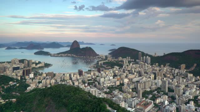 vídeos de stock, filmes e b-roll de pao acucar or sugar loaf mountain and the bay of botafogo, rio de janeiro, brazil, south america - baía