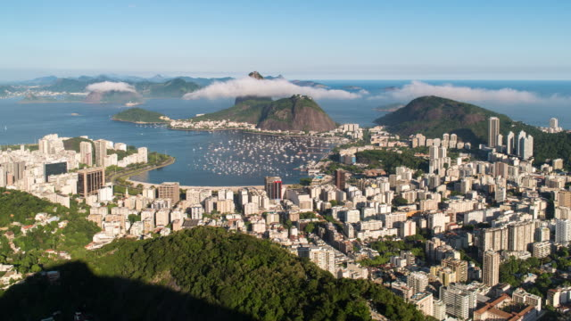 vídeos de stock, filmes e b-roll de pao acucar or sugar loaf mountain and the bay of botafogo, rio de janeiro, brazil, south america - baía de guanabara
