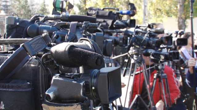 stockvideo's en b-roll-footage met paparazzi at work - persconferentie