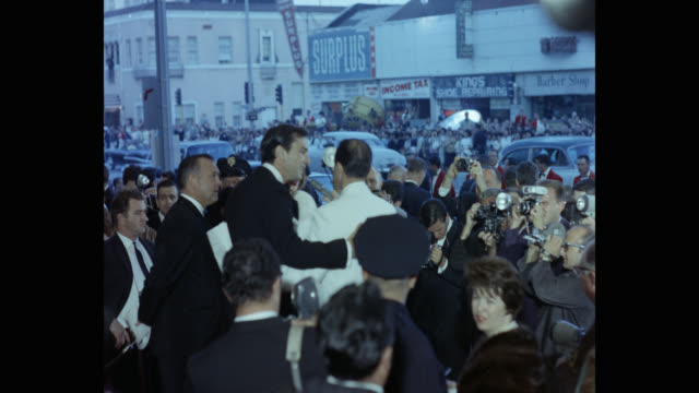 paparazzi taking pictures of martin landau talking at a microphone outside the theater - cleopatra stock videos & royalty-free footage