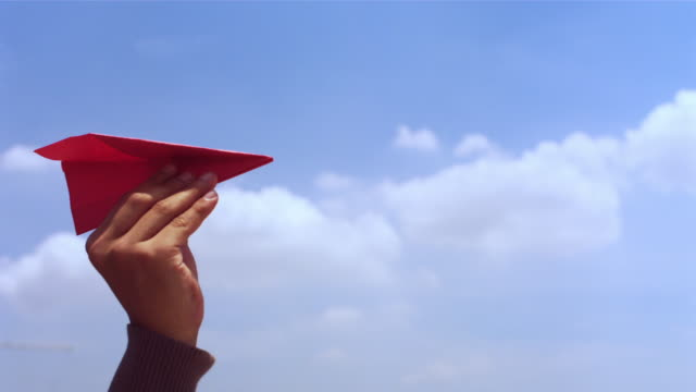 vídeos y material grabado en eventos de stock de paper aeroplane - avión de papel