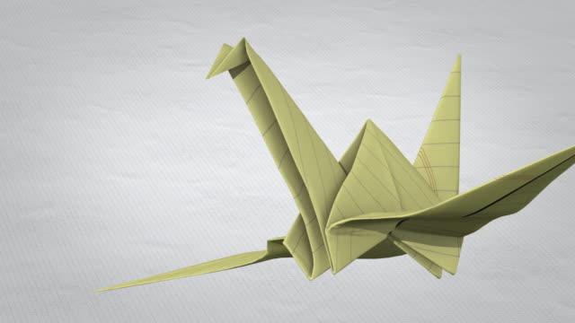 vidéos et rushes de grue en papier mouches - origami