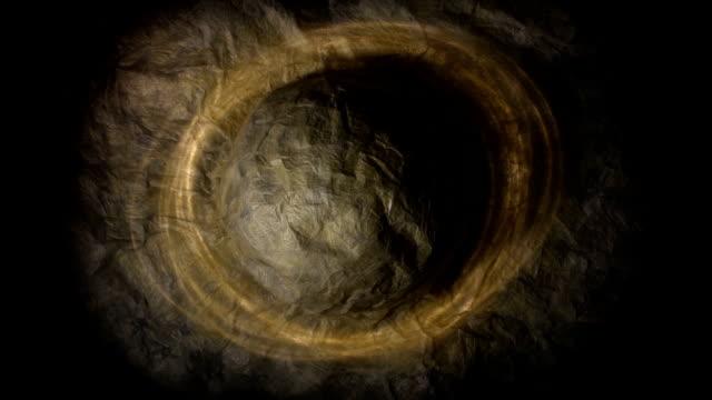 vídeos de stock, filmes e b-roll de papel planeta forma com funcionamento irregular ao redor de luz, moody - vinheta