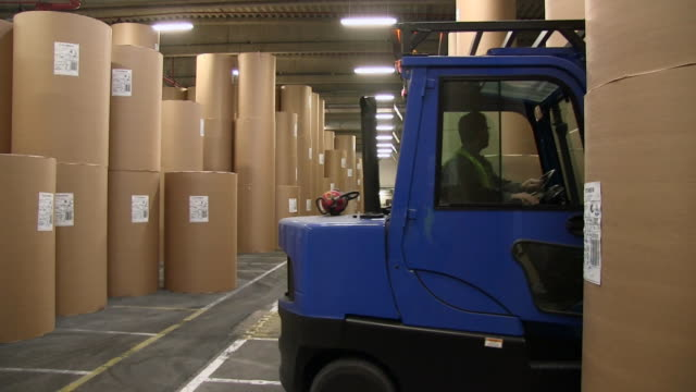 ws paper rolls in warehouse of paper mill / glueckstadt, schleswig-holstein, germany - cartiera video stock e b–roll
