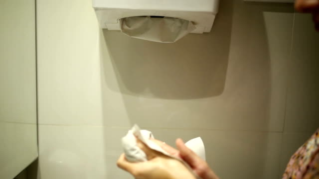 paper towel dry - drying stock videos & royalty-free footage