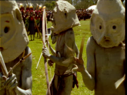 papuan mud men perform at mount hagen show, papua new guinea - papua new guinea stock videos & royalty-free footage
