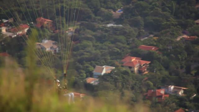 ms para glider flying / belo horizonte, minas gerais, brazil - horizonte stock videos & royalty-free footage