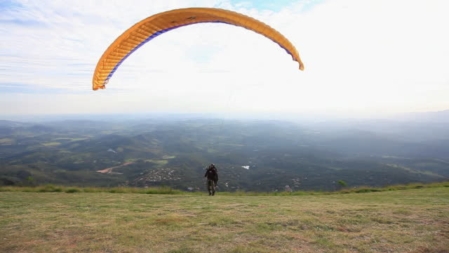 ws para glider flying departure / belo horizonte, minas gerais, brazil - horizonte stock videos & royalty-free footage