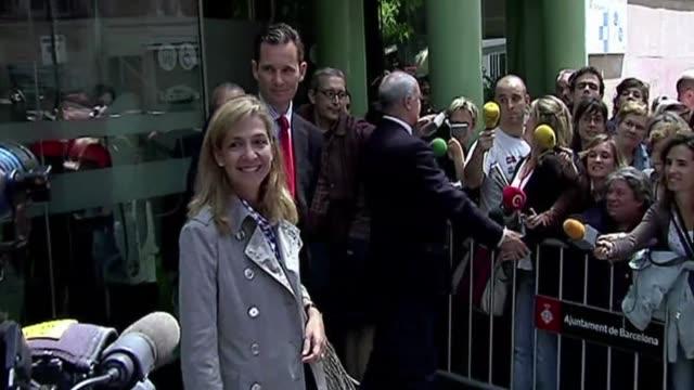 para la prensa espanola la imputacion de la segunda hija del rey de espana en una investigacion por corrupcion que apunta a su marido era una... - marido stock videos & royalty-free footage