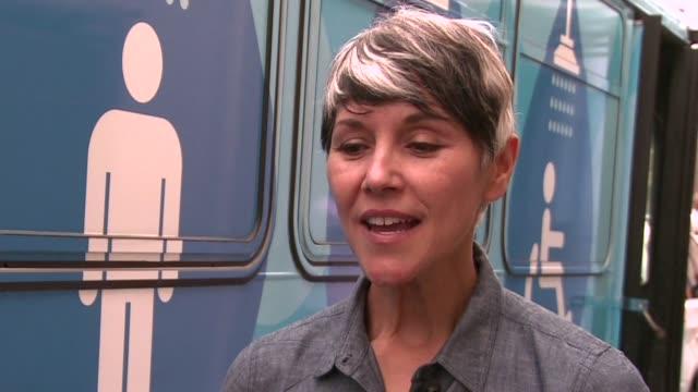 para las personas sin hogar de san francisco mantenerse limpias es un reto diario - diario stock videos and b-roll footage