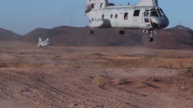 vídeos de stock e filmes b-roll de parachute riggers with 1st air delivery platoon, landing support company, combat logistics regiment-15, conduct 1,500 foot static-line jumps out of... - acampamento base