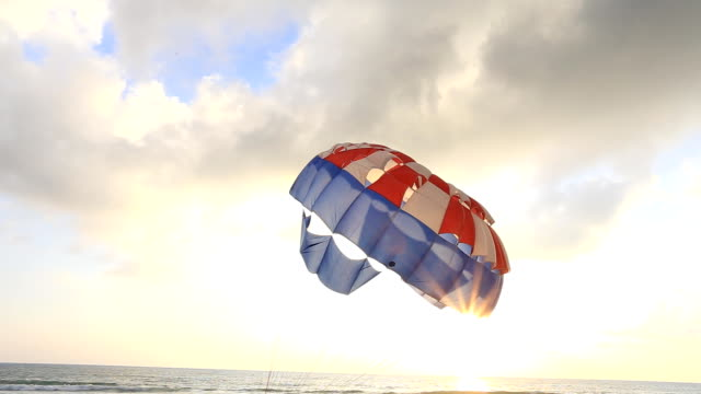 fallskärm - parachuting bildbanksvideor och videomaterial från bakom kulisserna
