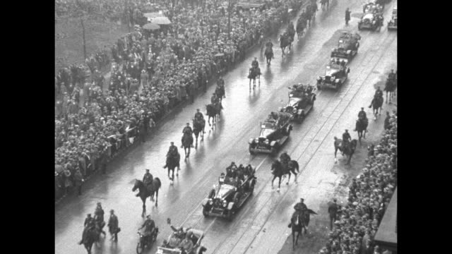 parade for governor al smith line of cars crowds line street parade moves away passing the alexander hamilton us custom house / looking down on... - alexander hamilton politician stock videos and b-roll footage