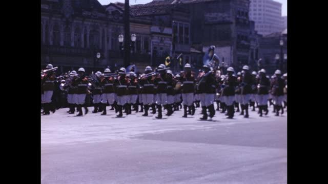 vidéos et rushes de a parade in brazil. - armée