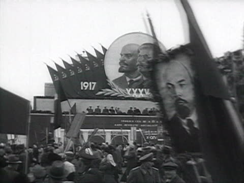 parade in romania posters of lenin and stalin, communist leaders waving on tribune audio / romania - anno 1952 video stock e b–roll