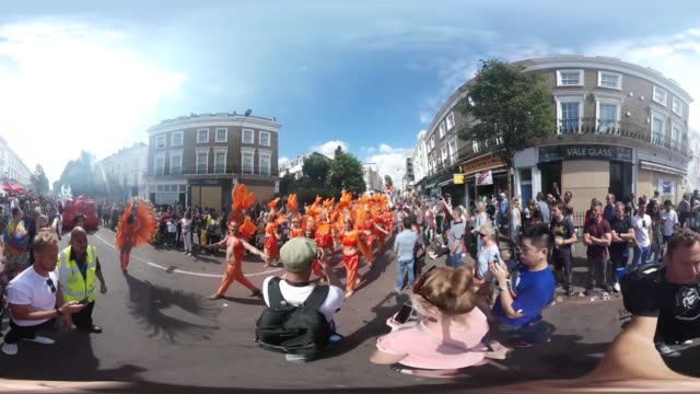 A parade of floats and brightlydressed performers snake their way through the streets of west London as part of the Notting Hill carnival