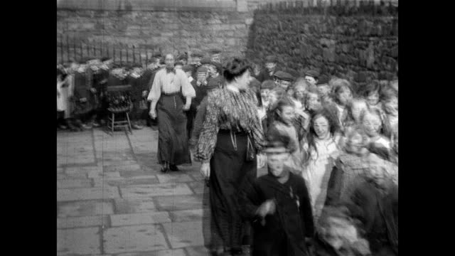 stockvideo's en b-roll-footage met 1905 parade of st matthews pupils - edwardiaanse stijl