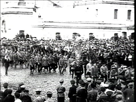 parade of the vsevobuch on red square arrival of workers battalions workers of the alexandrovsky railway and other detachments men line up on red... - anno 1918 video stock e b–roll