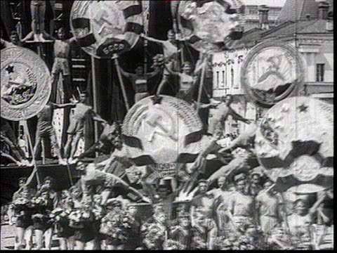 vidéos et rushes de parade on red square in moscow popular and multiracial feast w/ delegation of soviet republics central asia and caucasus cu stalin applauding... - 1935