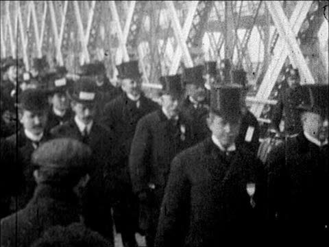 vídeos de stock e filmes b-roll de 1903 - parade / procession of dignitaries in formal attire at opening of east river bridge, 1903, - 1903