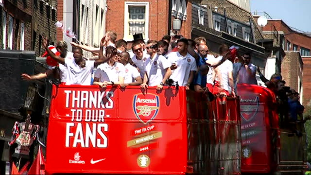 stockvideo's en b-roll-footage met parades to celebrate fa cup and scottish cup wins england london arsenal players celebrating as along on open topped bus crowd waving as bus along... - fa cup