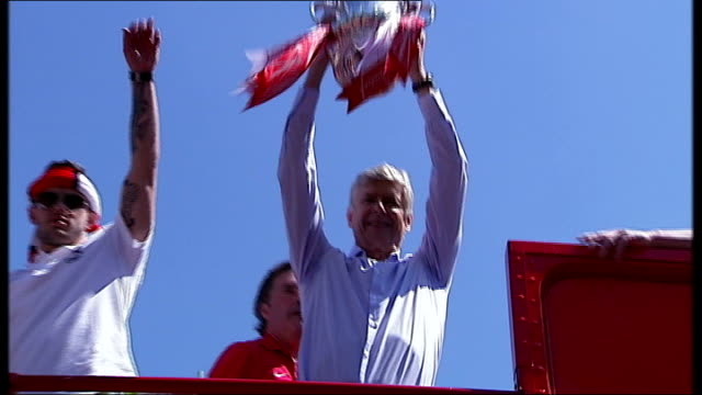 parades to celebrate fa cup and scottish cup wins north london reporter to camera low angle shot of arsene wenger on top of open top bus holding up... - アーセン・ベンゲル点の映像素材/bロール