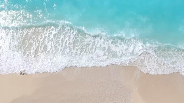 stockvideo's en b-roll-footage met paradise beach luchtfoto viev - caraïbische zee