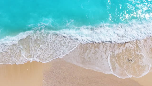 stockvideo's en b-roll-footage met paradise beach luchtfoto viev - wave