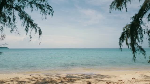stockvideo's en b-roll-footage met paradise beach luchtfoto op andaman eiland in thailand. - caraïbische zee