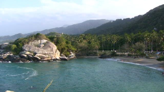 stockvideo's en b-roll-footage met hd: paradise beach - colombia land